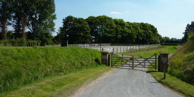 Riding arena Bishop Cannings