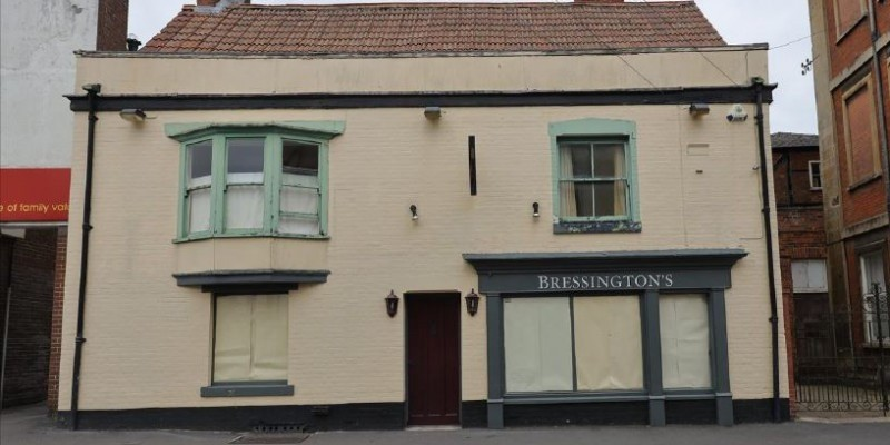 Conversion of town centre pub to mixed use allowed