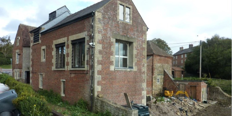 Conversion of listed pub to three dwellings approved