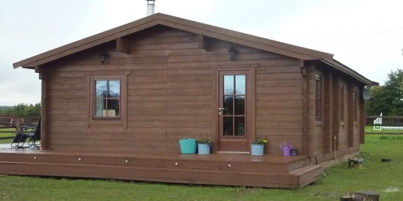 Retention of timber cabin for tourist accommodation use permitted